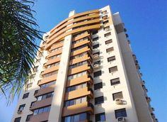 🔷 Lindo apartamento no Cristal  R$ 675.000,00 - Apartamento muito bem localizado, próximo ao shopping, linda vista para o Guaíba. São 3 dormitórios sendo uma suíte, cozinha montada e 2 vagas de garagem. O condomínio oferece ótima infraestrutura de lazer e segurança. www.verabernardes.com.br  Whats: (51) 99998 9666
