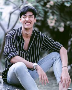 Image may contain: one or more people and outdoor Hot Asian Men, Asian Boys, Instagram V, Asian Men Hairstyle, Thai Drama, Cute Actors, Korean Men, New Love, Celebs
