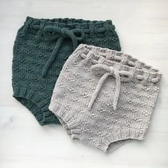 Timianshortsen / The Timian Shorts : Ravelry: Timianshortsen / The Timian Shorts pattern by Tine Johnsrud Knitting For Kids, Baby Knitting Patterns, Sewing Patterns Free, Knit Baby Pants, Knitted Baby Clothes, Baby Outfits, Kids Outfits, Diy Bebe, Diy Accessoires