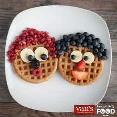 Herd in a wholesome breakfast with Baaaa-nana Sheep Waffles! Grab a box of Van's and slice up some fresh fruit for this playful breakfast creation. Cute Food, Cute Snacks, Good Food, Yummy Food, Food Art For Kids, Cooking With Kids, Comida Picnic, Toddler Snacks, Food Crafts