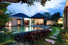 Modern Tropical Home Exterior Footpath