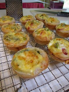Recipe | Ham & Swiss Mini-Quiches :: If you're craving salty ham and good Swiss cheese, these mini-quiches will satisfy your taste buds. You and your guests will also get a delicious dose of healthy greens too! #party #appetizer