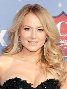 Jewel looked radiant at the #ACAs