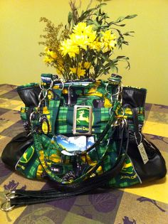 John Deere handmade purse by Lucy @ lucydesigns!nothing runs like a deer! John Deere Decor, Red Tractor, Handmade Purses, Summer Outfits, Super Cute, Fun, Design, Handmade Bags, Handmade Handbags