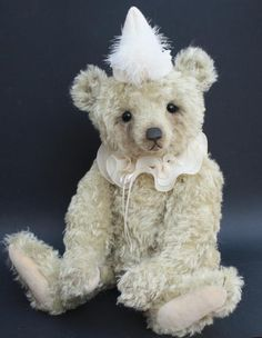 please visit www.masterbearcrafters.ning.com   to enjoy these super bears!   The beautiful bear below was created by Guild member Victoria Allum. — with Victoria Allum. // photo  via facebook.