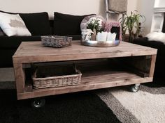 Bilderesultat for stuebord Beautiful World, Entryway Tables, Diy And Crafts, Living Room, House, Inspiration, Furniture, Home Decor, Country Living