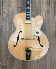 Here we have an incredible and rare Gibson Kalamazoo Award archtop guitar in natural blonde finish. These guitars were built by Gibson craftsman Wilbur Fuller who produced the company's first hand-carved, tuned-by-ear custom guitar. The instrument, which in a blind sound-off with some of the b...