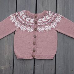 #sommerfuglkofte fra boka «Klompelompes Sommerbarn» #klompelompebok4 #klompelompe #klompelompessommerbarn Our butterfly jacket Butterfly, Photo And Video, Sweaters, Jackets, Barn, Instagram, Fashion, Down Jackets, Moda