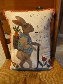 Cottonwood Lane Primitives ~ Roberta in Overland Park, Kansas Wool Applique Quilts, Wool Applique Patterns, Wool Quilts, Felt Applique, Quilt Patterns, Lapin Art, Sewing Crafts, Sewing Projects, Primitive Crafts