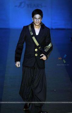 Shahrukh Khan - Fashion model with a sling...