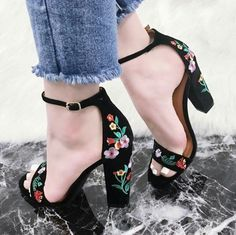 15 new fashion high heel shoes for women ~ Top Beauty Looks Pretty Shoes, Beautiful Shoes, Cute Shoes, Me Too Shoes, Sock Shoes, Shoe Boots, Shoes Heels, Shoes Sneakers, Suede Heels