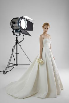 ALESSANDRA: Strapless ball gown with neckline in guipure lace