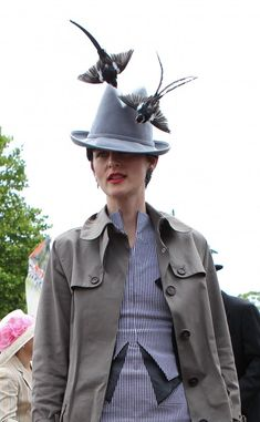 Stella Tennant in a Stephen Jones hat, adorned with African Whydah birds, and a Antonio Berardi dress. Royal Ascot 2011