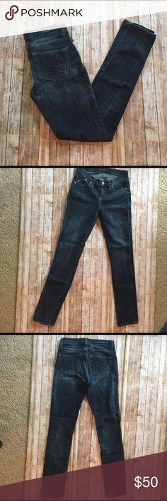 Rock & Republic Jeans EUC, inseam 30.5, rise 8, length 39, leg opening 11, waist 28.5 with tape measure thru belt loops. Rock & Republic Jeans Skinny