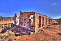 Wooltana Station lies on the plains between the northern Flinders Ranges and Lake Frome in the Strzelecki Desert of Australia Abandoned Buildings, Abandoned Places, Adelaide South Australia, Old Cottage, Homesteading, Monument Valley, Explore, Mansions, Ranges
