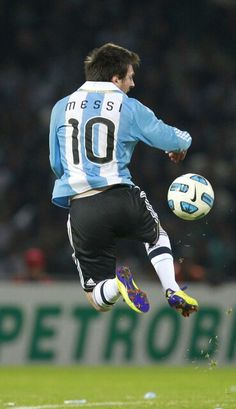 Italian Argentina ~ Messi in the national teamshirt of Argentina.