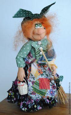 Коллекционные куклы ручной работы. Ярмарка Мастеров - ручная работа И не бабка вовсе...а Ягуся-молодуся...и дело своё знает!!!. Handmade.