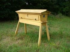 Small Homestead Bee Hive this is the bee house i want the Kenya Box