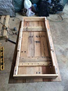 Pallet Table : 7 Steps (with Pictures) - Instructables Wood Pallet Art, Diy Pallet Sofa, Diy Pallet Projects, Pallet Ideas, Pallet Lounge, Wood Ideas, Pallet Wood, Easy Projects, Wood Projects