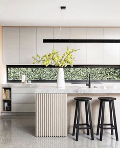 Surprising Cool Tips: Minimalist Home Office Natural Light minimalist home with kids beautiful.Minimalist Kitchen Backsplash Back Splashes minimalist kitchen decor dreams.Minimalist Decor Home Interior Design. Home Decor Kitchen, New Kitchen, Kitchen Dining, Kitchen White, Kitchen Ideas, Kitchen Cabinets, Island Kitchen, White Cabinets, Awesome Kitchen