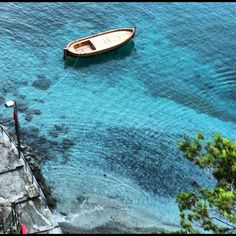 Bonassola Cinque Terre, Travel Guides, 1 Year, Surfboard, Places To Travel, Beautiful Pictures, Coast, Relax, Anniversary