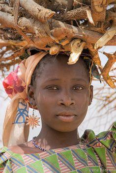Fire Wood - Fulani Girl, Nigeria  LIKE & SHARE  www.Facebook.com/ceciliatrevizorealtor