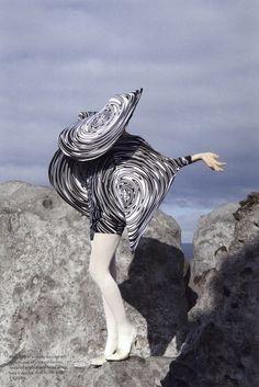 Viviane Sassen Cardin, for Fantastic Man Photography, fashion & art Fashion Images, Fashion Pictures, Fashion Art, Editorial Fashion, Fashion Tips, Vogue Editorial, Mens Fashion, India Fashion, Man Photography