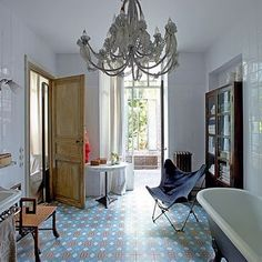 Take a tour round the former merry-go-round workshop turned quirky apartment Jardin Luxuriant, Interior Exterior, Interior Design, Interior Architecture, Vintage Bathrooms, Vintage Tub, Vintage Ideas, Paris Apartments, Floor Patterns