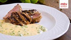 Bearnaisekastike on klassikko, jonka valmistaminen kannattaa opetella. Salsa, Gordon Ramsay, Steak, Food, Gastronomia, Dishes, French Cuisine, French Tips, Get Well Soon