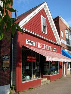 Frosty's Donut & Coffee Shop: Get there early, before they sell out! (Brunswick, ME)