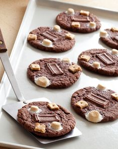Chocolate Cake S'mores Cookies-uses devils food cake mix. Recipe from The Picky Palate Cookbook featured on Johnston Johnston Hair Smores Cookies, Cookie Desserts, Just Desserts, Cookie Recipes, Delicious Desserts, Dessert Recipes, Yummy Food, Cookie Bars, Crinkle Cookies