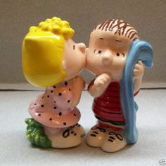 PEANUTS SALLY & LINUS KISSING SALT & PEPPER SHAKERS WG