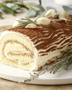 Tiramisu kerstbûche Chocolate Desserts, Fun Desserts, Swiss Roll Cakes, Bistro Food, Savoury Cake, Christmas Desserts, Cake Cookies, Love Food, Sweet Recipes