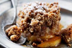 Pekannötterna ger pajen en välbehövlig crunch.