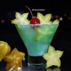 AquaStar 🌊🌟 ▂▂▂▂▂▂▂▂▂▂▂▂▂▂▂▂▂▂▂ • Muddled Star Fruit • Whipped Cream Vodka • Blue Curaçao • Green Apple Smirnoff Garnish: Star Fruit Slices, Maraschino Cherry ▂▂▂▂▂▂▂▂▂▂▂▂▂▂▂▂▂▂▂ Created by: [ #futurecocktail = @dancorrales ] #TheFutureAbductee #FuturoAbducido #tipsybartender #maracay #venezuela #nochedetragos #nochedecopas #alcohol #cocktails #cocteles #coctel #nochedecocteles  #cocktail #tragos #tragossociales #copas #bartender #bar #cocktailrecipe #cheers #barman #barmaid #barwoman…