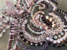 """1,557 отметок «Нравится», 22 комментариев — Школа вышивки Виктории Бойко (@embroideryboiko) в Instagram: ««Виктория, вы любите вышивать с лица или с изнанки больше? И вышиваете ли иголочкой? """" Часто слышу…»"""