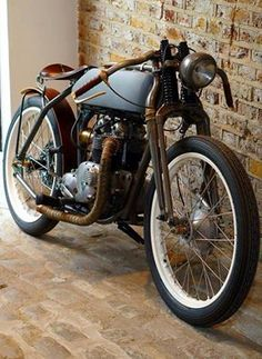 This Cafè Racer was another hint for the direction of the design and could belong the typical Defender 40 driver.