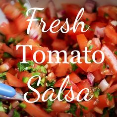 Tomato Salsa (Pico de Gallo Recipe) This easy Fresh Tomato Salsa recipe is healthy, absolutely delicious, and comes together quickly. Made with fresh ingredients, this Pico de Gallo will pair beautifully with any south-of-the-border inspired meal. Fresh Salsa Recipe, Tomato Salsa Recipe, Fresh Tomato Recipes, Fresh Tomato Salsa, Guacamole Recipe, On The Border Salsa Recipe, Pico Recipe, Kitchen Gourmet, Chefs