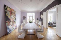 Essbereich Mit Großem Holztisch Und Riesigem Gemälde An Der Wand. #Altbau # Esszimmer