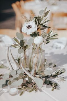 33 Best Floral Wedding Centerpieces Ever! - Amaze Paperie- 33 Best Floral Wedding Centerpieces Ever! – Amaze Paperie 33 Best Floral Wedding Centerpieces Ever! Bridal Flowers, Flower Bouquet Wedding, Floral Wedding, Trendy Wedding, Diy Flowers, Wedding White, Flowers Vase, Wedding Country, Seasonal Flowers