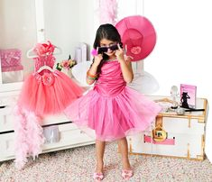 Little fashionistas will love this trunk full of diva dress-up http://www.costumeexpress.com/p/806007/deluxe-girls-dress-up-trunk