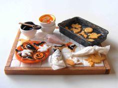 Glazing Halloween cookies - Miniature in 1:12 by Erzsébet Bodzás, IGMA Artisan