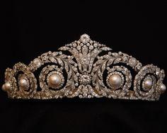 Tiara de Garland Regalo del Rey Alfonso XII a la Reina Victoria Eugenia Cartier Paris, 1920. (Pertenece a la Casa Real de España)