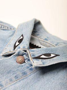 Armalı, baskılı, yazılı, işlemeli kot ceketler