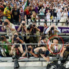 La foto (4) que tomo Usain Bolt tras ganar la medalla de oro en #London2012