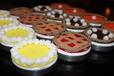 Thanksgiving dinner favors using mint tins, cardboard rounds, felt, and poof balls.