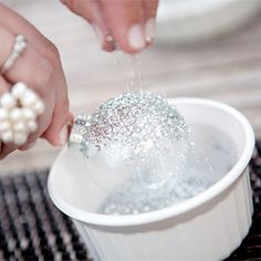 Holiday DIY: Silver Glitter Ornaments - this website has a lot of cool DIY projects to do! Cute Crafts, Crafts To Do, Arts And Crafts, Diy Crafts, Decor Crafts, Diy Projects To Try, Craft Projects, Craft Ideas, Diy Ideas