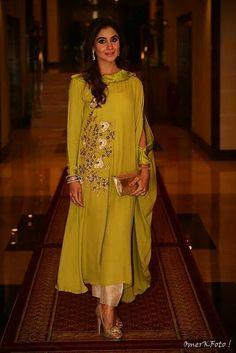 Best 12 Straight Trouser Designs 2018 In Pakistan – SkillOfKing. Stylish Dresses, Casual Dresses, Fashion Dresses, Indian Attire, Indian Wear, Pakistani Outfits, Indian Outfits, Kurta Designs, Indian Designer Wear