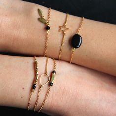 Bracelet pierres de spinelle noires (pierre semi-précieuse) & perle en laiton brut (doré), bijou ethnique chic, fin, idée / Myo jewel Flower Earrings, Chic, Metal Jewelry, Jewerly, Jewelry Making, Beaded Bracelets, Boutique, Etsy, Vintage