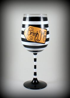 Drink Me, Alice fan art, whimsicle hand painted wine glass Diy Wine Glasses, Hand Painted Wine Glasses, Halloween Wine Glasses, Wine Glass Crafts, Bottle Crafts, Bottle Art, Art Fantaisiste, Fan Art, Posca